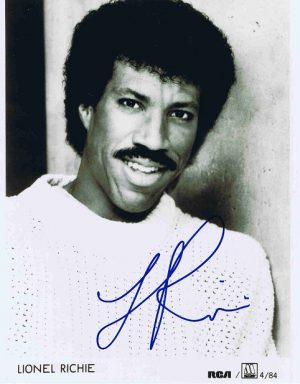 Lionel Richie autograph Black and White promotional photo - Music Autographs