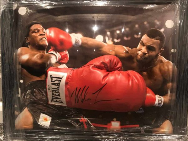 Mike Tyson signed Everlast Boxing Glove   Authentic autograph