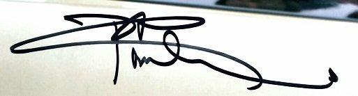 Pete Townshend autographs the who