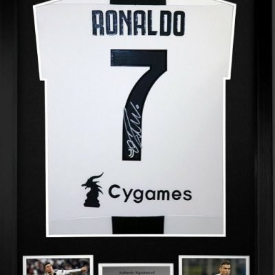 Cristiano Ronaldo autograph Juventus Home #7 Football Strip