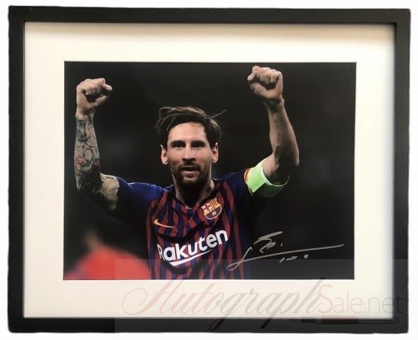Lionel Messi Autographed photo Barcelona Celebration signature