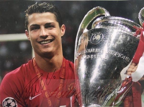 Cristiano Ronaldo signed Photo Manchester United Trophy 16×12″