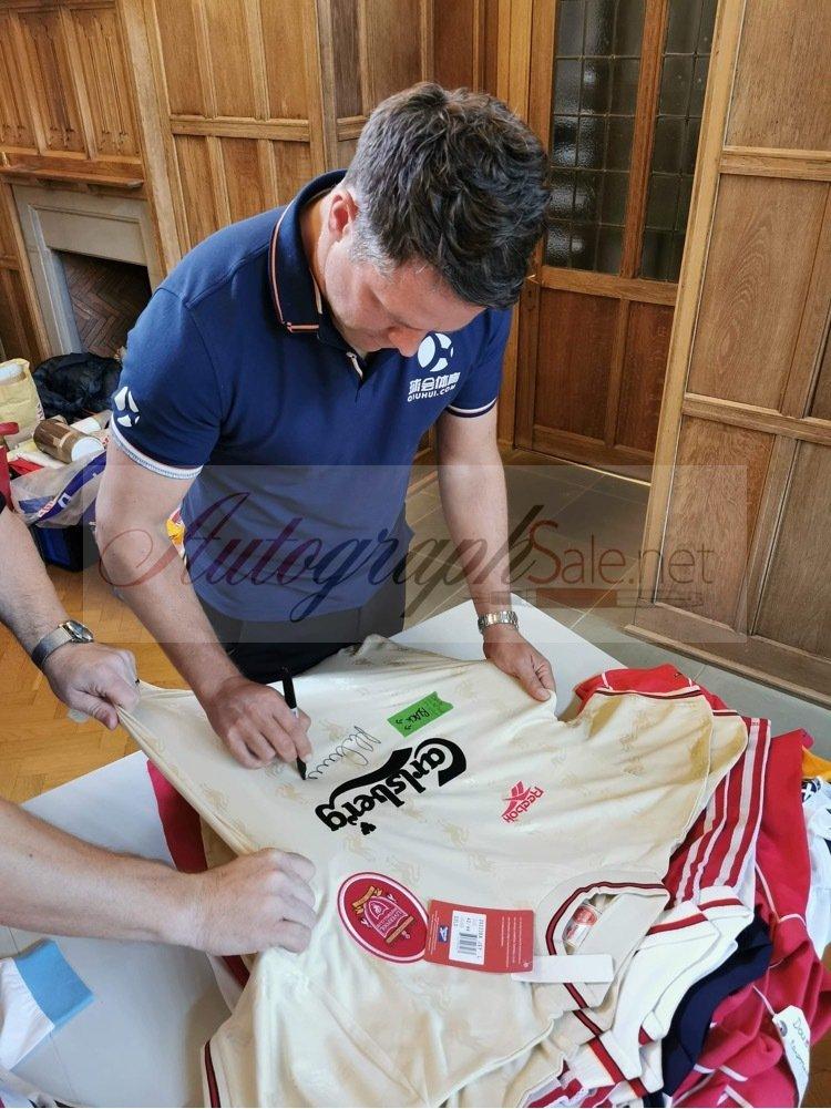 Michael Owen signing shirts liverpool fc