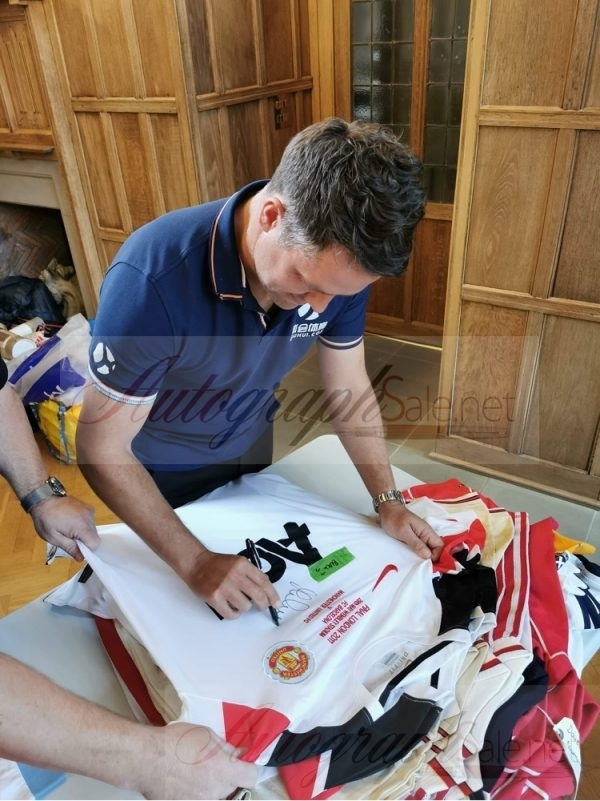 Michael Owen Signed Manchester United shirt 10-11 away
