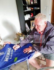 Paul Gascoigne signing rangers autographs