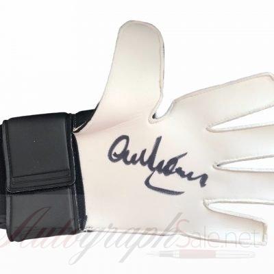 Alex Stepney signed Manchester United goalkeeper glove